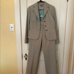 Anne Taylor pants suit